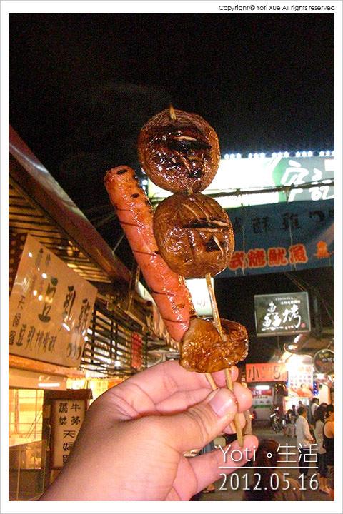 120516 花蓮東大門夜市-原住民一條街 第一家烤肉串 (02)