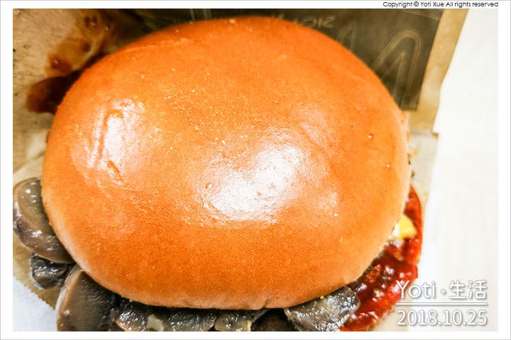 麥當勞-松露蕈菇安格斯黑牛堡-極選系列