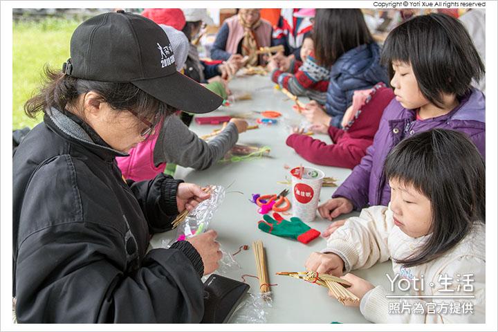 花蓮玉里-縱谷彩稻藝術季-豐收採稻園遊會 (27) 草編達人